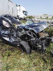 https://www.ragusanews.com//immagini_articoli/23-04-2019/1556029909-incidente-ragusa-mare-auto-tir-1-240.jpg