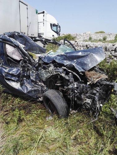 https://www.ragusanews.com//immagini_articoli/23-04-2019/1556029909-incidente-ragusa-mare-auto-tir-1-500.jpg