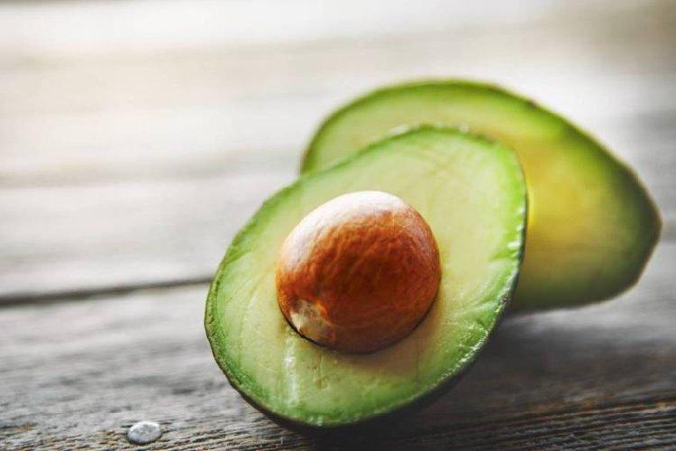 https://www.ragusanews.com//immagini_articoli/23-04-2019/avocado-perche-devi-inserirlo-tua-dieta-500.jpg