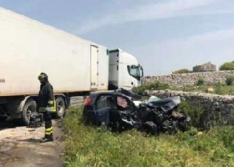 https://www.ragusanews.com//immagini_articoli/23-04-2019/incidente-ragusa-mare-auto-tir-240.png