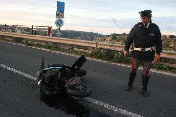 https://www.ragusanews.com//immagini_articoli/23-04-2019/incidente-vicino-al-ponte-guerrieri-ferito-minorenne-in-scooter-240.jpg