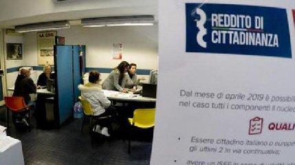 https://www.ragusanews.com//immagini_articoli/23-04-2019/reddito-di-cittadinanza-2477-navigator-candidati-in-sicilia-240.jpg