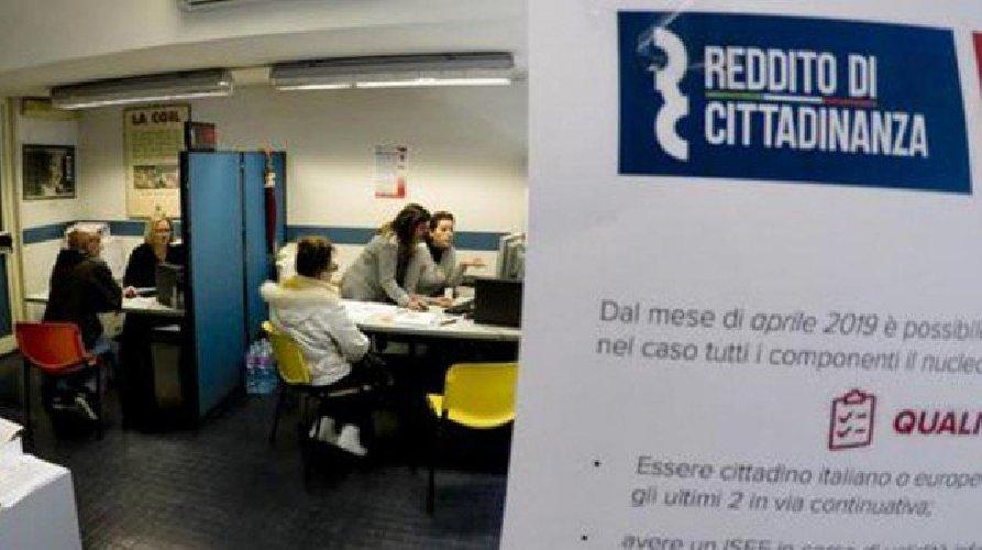 https://www.ragusanews.com//immagini_articoli/23-04-2019/reddito-di-cittadinanza-2477-navigator-candidati-in-sicilia-500.jpg