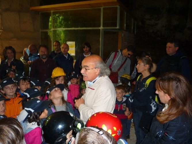 https://www.ragusanews.com//immagini_articoli/23-05-2012/i-bambini-della-crispi-a-cava-gonfalone-500.jpg