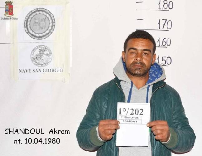 http://www.ragusanews.com//immagini_articoli/23-05-2014/sbarco-arrestato-il-timoniere-che-amava-dormire-500.jpg