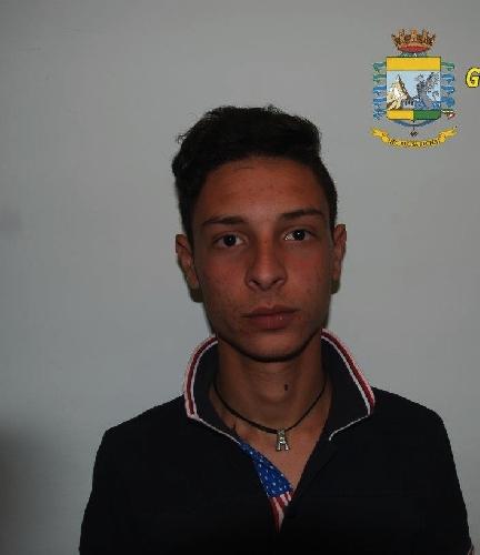 http://www.ragusanews.com//immagini_articoli/23-05-2015/due-arresti-per-droga-500.jpg
