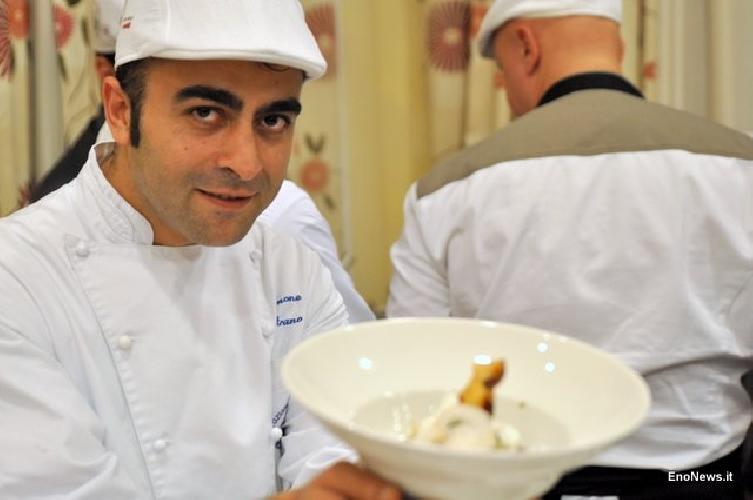 http://www.ragusanews.com//immagini_articoli/23-05-2016/cento-chef-con-la-coppola-a-taormina-500.jpg