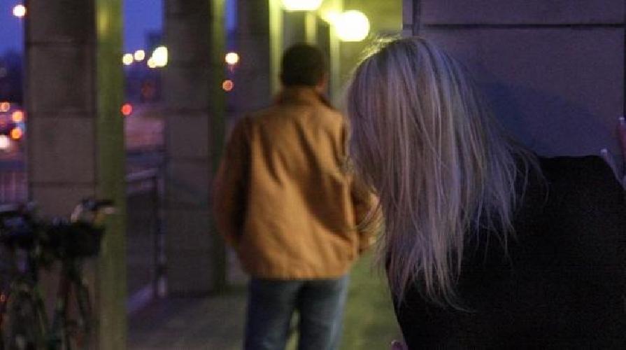 http://www.ragusanews.com//immagini_articoli/23-05-2016/donna-stalker-per-denaro-500.jpg