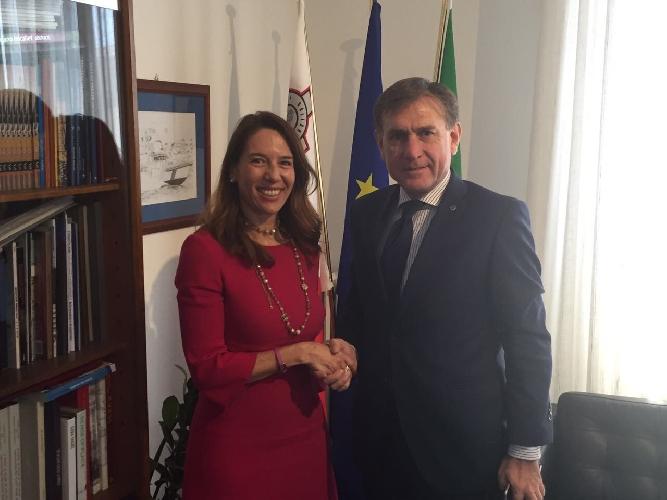 https://www.ragusanews.com//immagini_articoli/23-05-2017/aprirsi-mercato-maltese-senatore-mauro-incontra-lambasciatrice-500.jpg