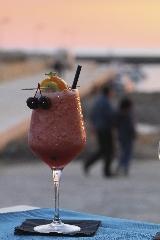 http://www.ragusanews.com//immagini_articoli/23-05-2017/cenare-tramonto-davanti-mare-donnalucata-240.jpg