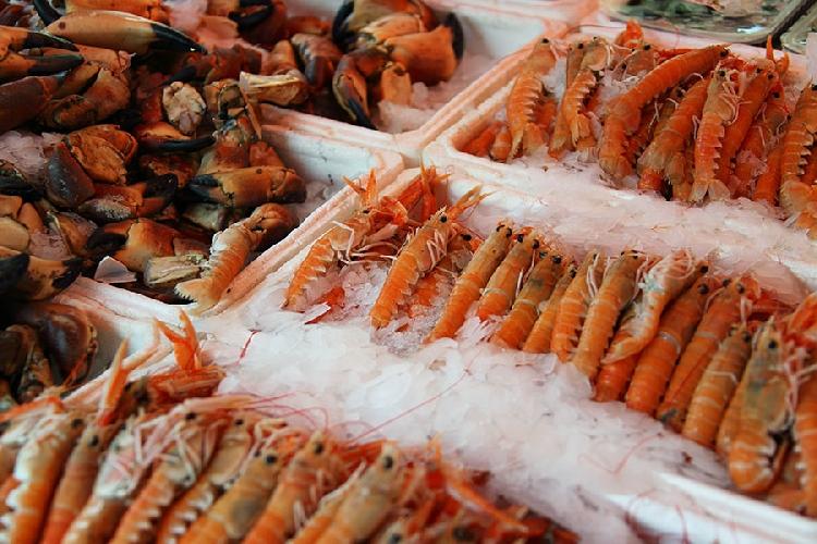 http://www.ragusanews.com//immagini_articoli/23-05-2017/rubano-pesce-surgelato-donna-lina-arrestati-ricettatori-500.jpg