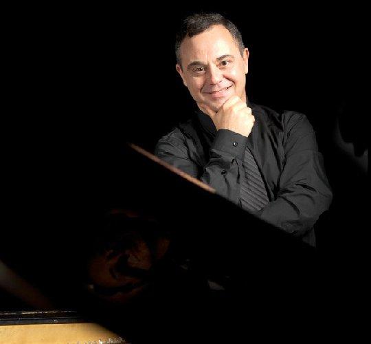 https://www.ragusanews.com//immagini_articoli/23-05-2018/pianista-bulgaro-kaltchev-concerto-scicli-500.jpg