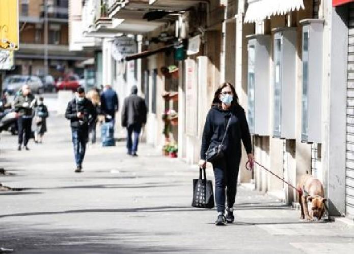 https://www.ragusanews.com//immagini_articoli/23-05-2020/sicilia-la-mascherina-nelle-strade-affollate-500.jpg