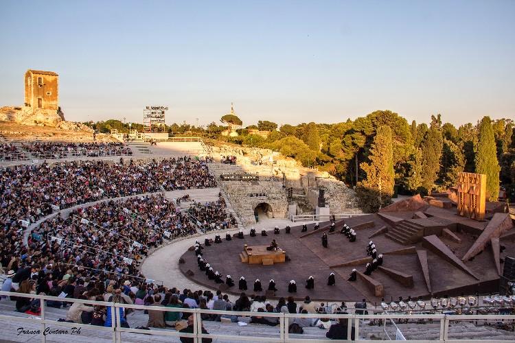 https://www.ragusanews.com//immagini_articoli/23-05-2021/i-tre-spettacoli-al-teatro-greco-di-siracusa-si-inizia-con-le-coefore-500.jpg