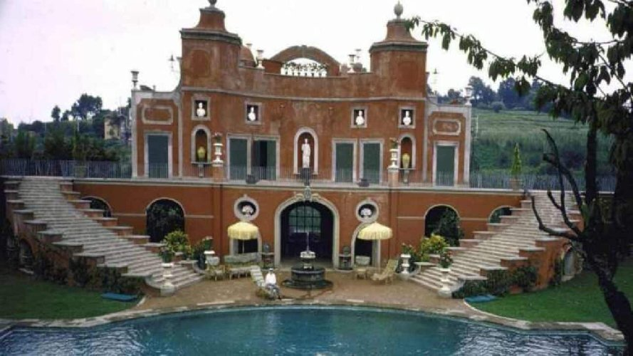 https://www.ragusanews.com//immagini_articoli/23-05-2021/villa-sara-la-dimora-di-sophia-loren-in-vendita-per-19-milioni-di-euro-500.jpg