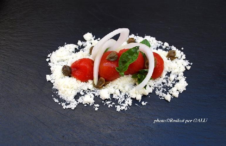 http://www.ragusanews.com//immagini_articoli/23-06-2014/l-insalata-di-pomodoro-500.jpg