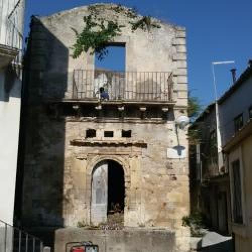 http://www.ragusanews.com//immagini_articoli/23-06-2015/messo-in-sicurezza-edificio-preterremoto-1693-500.jpg