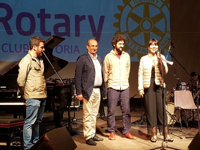 https://www.ragusanews.com//immagini_articoli/23-06-2016/filippo-orefice-vincitore-del-vittoria-rotary-jazz-award-500.jpg