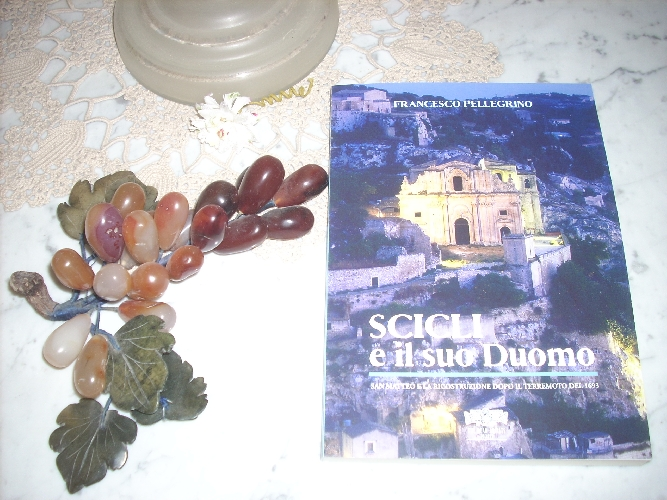 https://www.ragusanews.com//immagini_articoli/23-06-2017/libro-chiesa-matteo-francesco-pellegrino-500.jpg