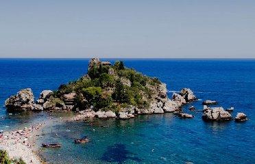 https://www.ragusanews.com//immagini_articoli/23-06-2018/isola-bella-linea-verde-240.jpg
