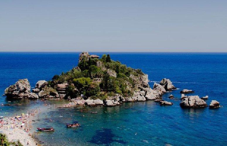 https://www.ragusanews.com//immagini_articoli/23-06-2018/isola-bella-linea-verde-500.jpg