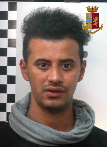 https://www.ragusanews.com//immagini_articoli/23-06-2018/rapinano-giovane-vittoria-arrestati-tunisini-500.jpg