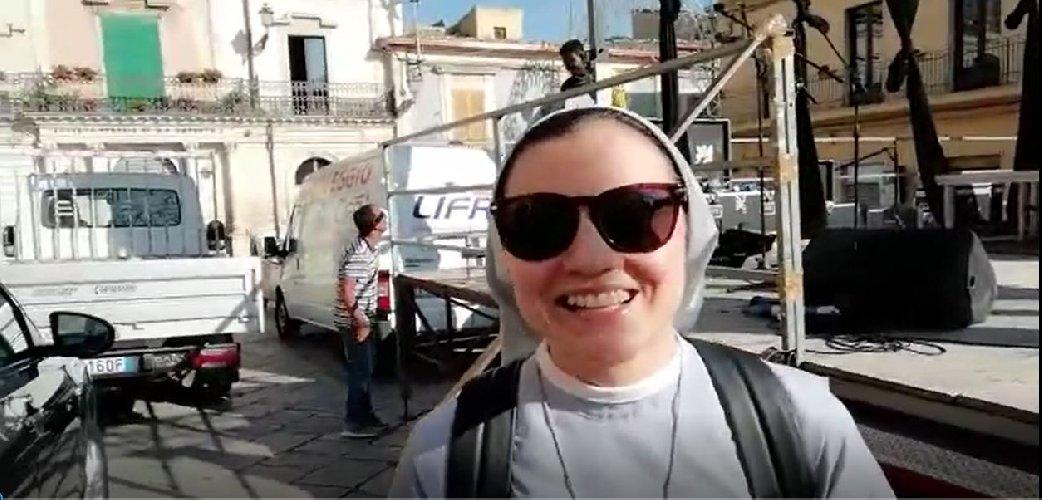 https://www.ragusanews.com//immagini_articoli/23-06-2018/suor-cristina-chiaramonte-vera-felicita-piccoli-gesti-video-500.jpg