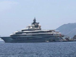 https://www.ragusanews.com//immagini_articoli/23-06-2019/e-arrivato-il-padrone-di-amazon-in-yacht-240.jpg