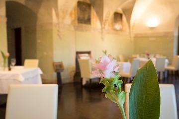 https://www.ragusanews.com//immagini_articoli/23-06-2020/1592908477-riapre-il-ristorante-il-cenobio-a-ragusa-1-240.jpg