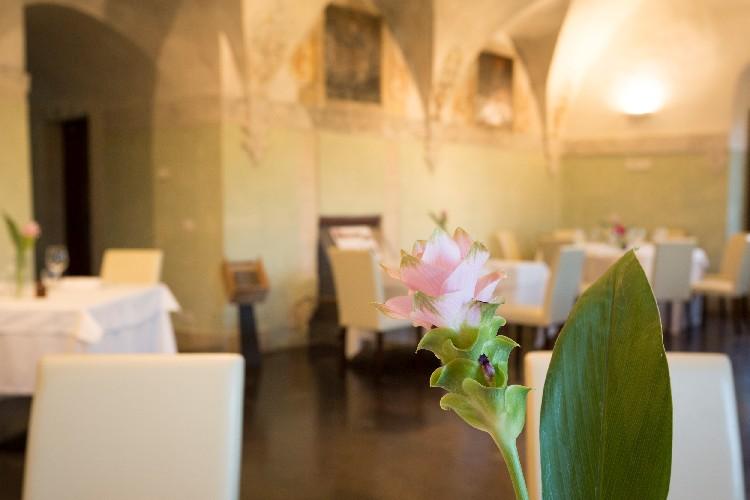 https://www.ragusanews.com//immagini_articoli/23-06-2020/1592908477-riapre-il-ristorante-il-cenobio-a-ragusa-1-500.jpg