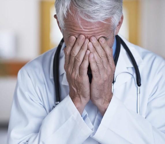 https://www.ragusanews.com//immagini_articoli/23-06-2021/l-asp-di-ragusa-licenzia-un-altro-medico-e-il-quinto-in-18-mesi-500.jpg