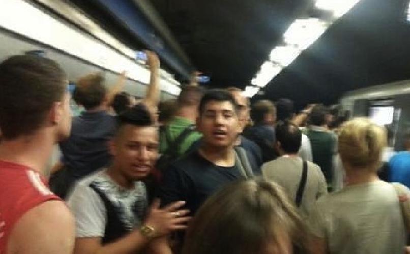 http://www.ragusanews.com//immagini_articoli/23-07-2015/treno-tiburtina-in-ritardo-passeggeri-all-assalto-del-macchinista-video-500.jpg