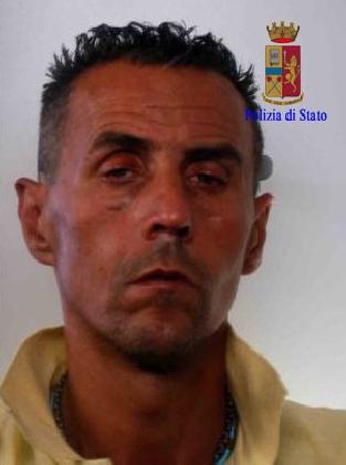 http://www.ragusanews.com//immagini_articoli/23-07-2016/entra-in-pronto-soccorso-armato-arrestato-luciano-cutrona-420.jpg