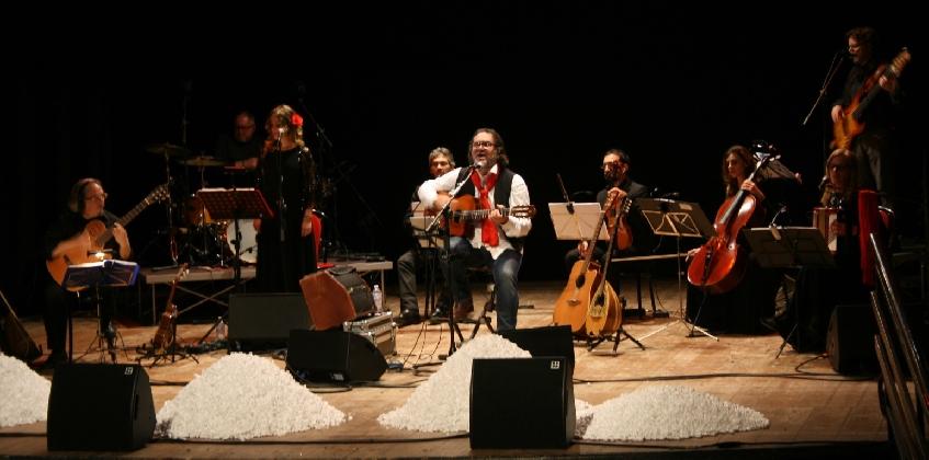 http://www.ragusanews.com//immagini_articoli/23-07-2016/scicli-carlo-muratori-in-concerto-a-villa-penna-420.jpg