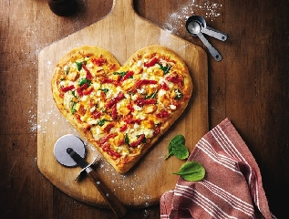 http://www.ragusanews.com//immagini_articoli/23-07-2017/festa-pizza-palazzolo-240.jpg