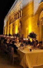 https://www.ragusanews.com//immagini_articoli/23-07-2019/tavolo-imperiale-a-donnafugata-nozze-con-cliomakeup-foto-240.jpg