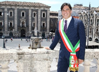 https://www.ragusanews.com//immagini_articoli/23-07-2020/catania-e-senza-sindaco-condannato-e-sospeso-pogliese-240.jpg