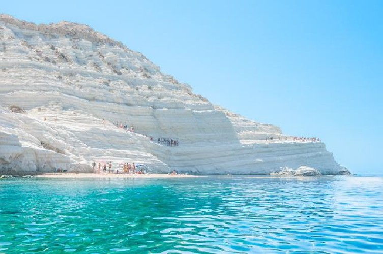 https://www.ragusanews.com//immagini_articoli/23-07-2020/la-scala-dei-turchi-e-il-luogo-del-cuore-fai-in-sicilia-500.jpg