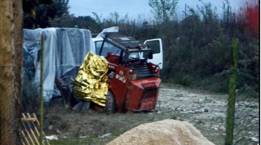https://www.ragusanews.com//immagini_articoli/23-07-2020/sicilia-travolto-dal-bobcat-muore-operaio-500.jpg