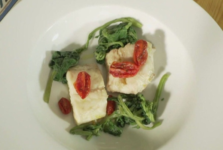 https://www.ragusanews.com//immagini_articoli/23-07-2021/cotto-e-mangiato-a-donnalucata-il-merluzzo-sexy-dello-chef-video-500.jpg