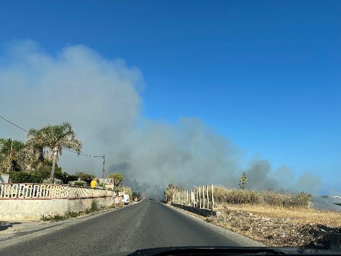https://www.ragusanews.com//immagini_articoli/23-07-2021/incendio-alla-cava-dell-alga-a-cava-d-aliga-500.jpg