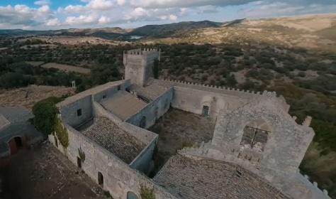 https://www.ragusanews.com//immagini_articoli/23-07-2021/ragusa-in-volo-sopra-il-castello-della-dama-fantasma-video-280.jpg