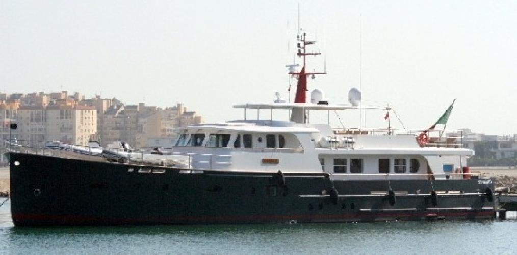http://www.ragusanews.com//immagini_articoli/23-08-2010/e--arrivato-lo-yacht-di-luca-cordero-di-montezemolo-500.jpg