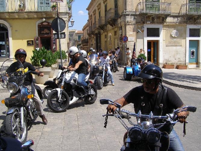 https://www.ragusanews.com//immagini_articoli/23-08-2011/si-e-concluso-motoraduno-in-memoria-di-dario-campo-500.jpg