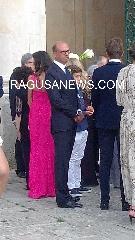 http://www.ragusanews.com//immagini_articoli/23-08-2017/angelino-alfano-scicli-matrimonio-240.jpg