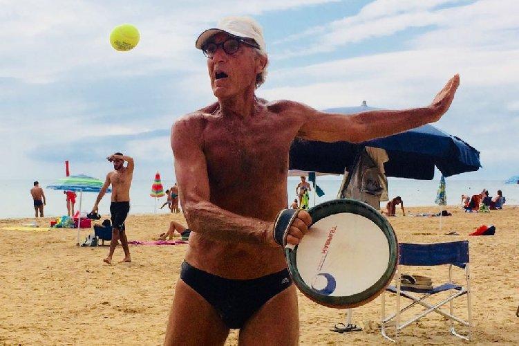 https://www.ragusanews.com//immagini_articoli/23-08-2018/1535028285-estati-peppino-tamburello-gesto-atletico-1-500.jpg