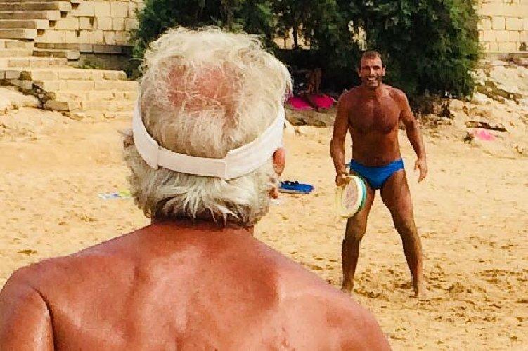 https://www.ragusanews.com//immagini_articoli/23-08-2018/1535028310-estati-peppino-tamburello-gesto-atletico-1-500.jpg