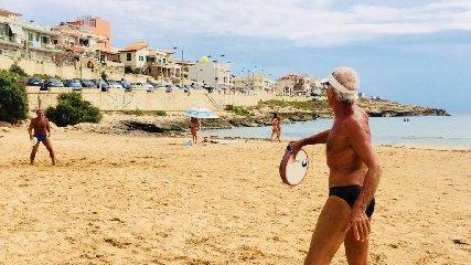 https://www.ragusanews.com//immagini_articoli/23-08-2018/1535028531-estati-peppino-tamburello-gesto-atletico-1-240.jpg