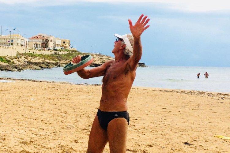 https://www.ragusanews.com//immagini_articoli/23-08-2018/1535028531-estati-peppino-tamburello-gesto-atletico-2-500.jpg