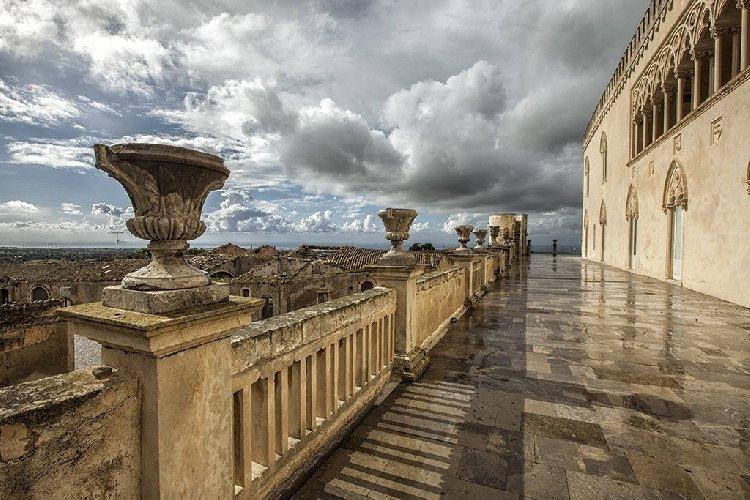 https://www.ragusanews.com//immagini_articoli/23-08-2018/castello-donnafugata-record-presenze-turistiche-500.jpg